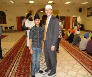 photograph of Assistant Attorney General Perez and a member of the Sikh Temple of Wisconsin