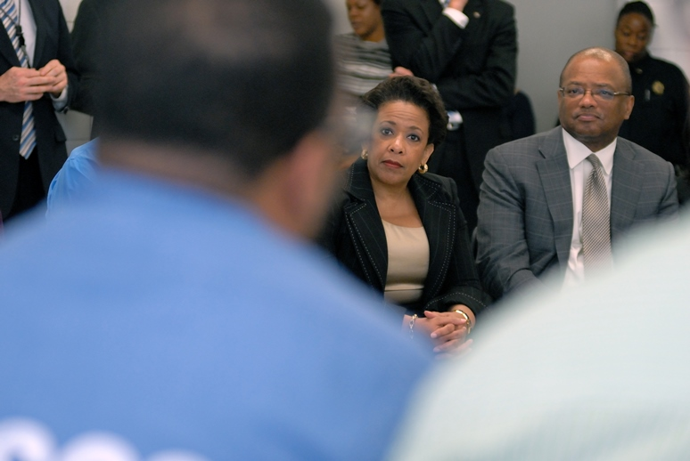 Attorney General Lynch visits Goucher College's Prison Education Partnership at the Maryland Correctional Institute July 31, 2015