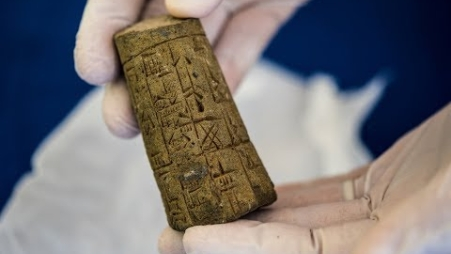 Embedded thumbnail for United States Returns Thousands of Ancient Artifacts To Iraq