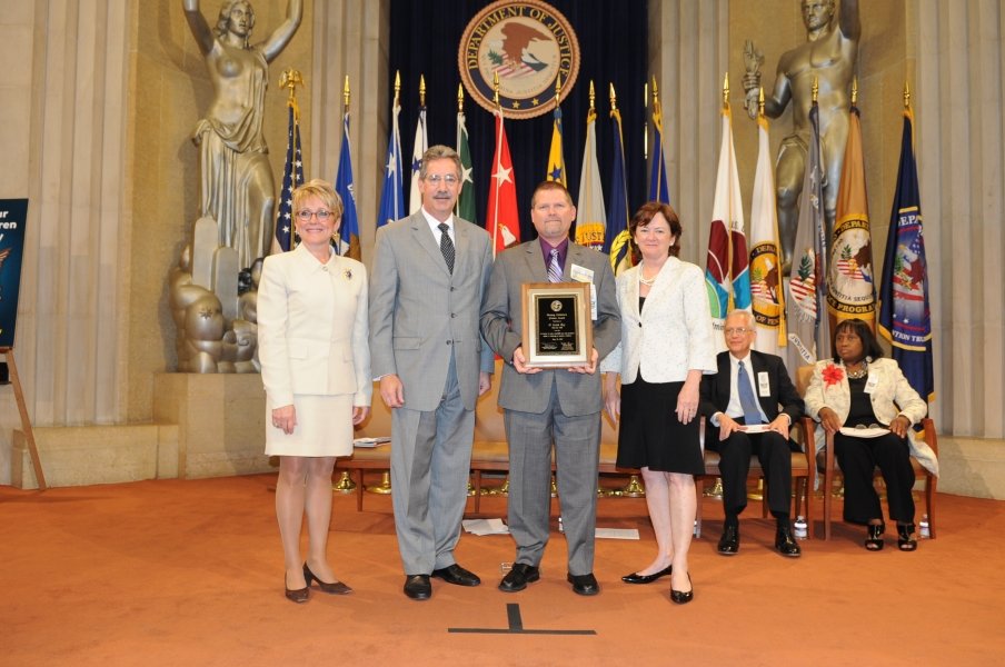 Keith Ray receives the Missing Children's Day Citizen Award