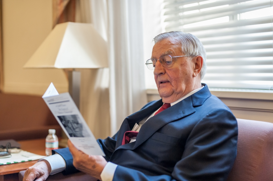 Former Vice President Walter Mondale reviews the ceremony's program before discussing the legacy of Gideon v. Wainwright.