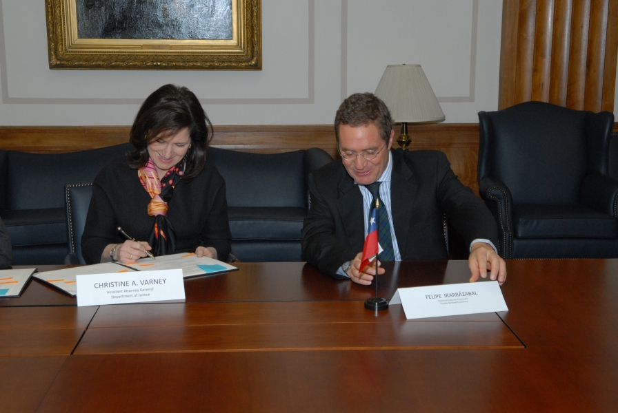 AAG Christine Varney & Felipe Irarrazabal, Chile's National Economic Prosecutor, sign an antitrust cooperation agreement