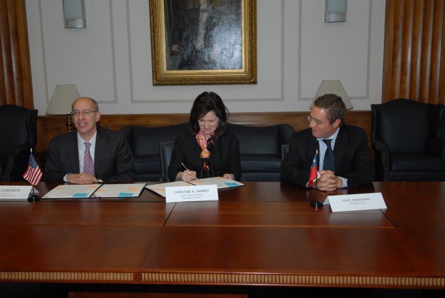 FTC Chair Jon Leibowitz, AAG Christine Varney & Felipe Irarrazabal, Chile's Economic Prosecutor sign antitrust agreement