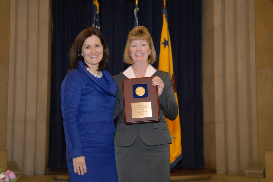 2009 AAG Individual Award recipient Lisa Phelan.