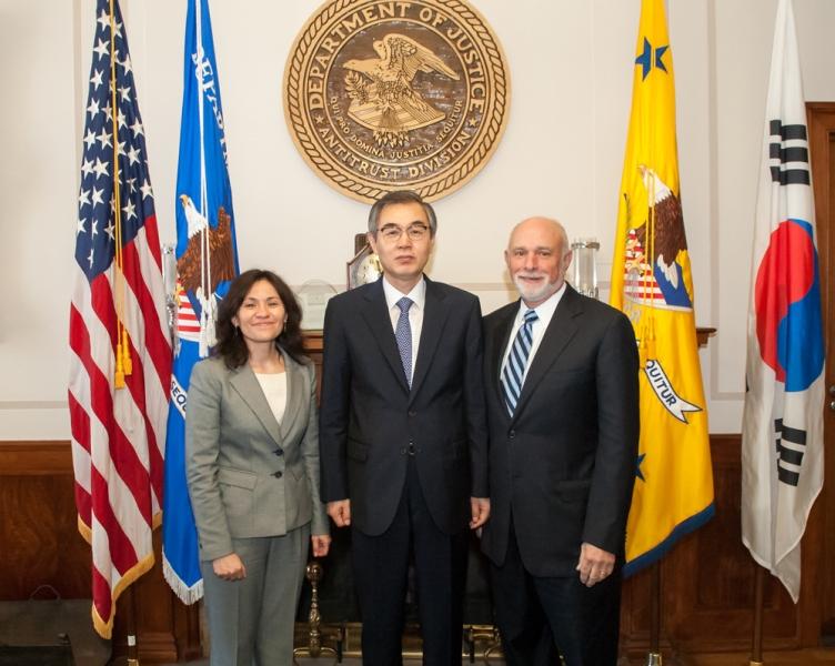 Edith Ramirez of the FTC, Chairman Jeong Jae-chan of KFTC and AAG Bill Baer