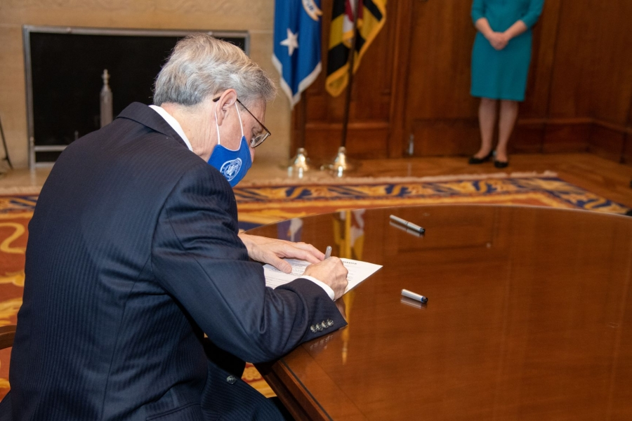 Judge Garland signs his oath of office as the 86th Attorney General of the United States.
