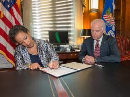 Attorney General Lynch signs her Oath of Office with Vice President Biden.