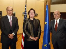 FTC Chairman Jon Leibowitz, Acting AAG Sharis Pozen, and Vice President of the European Commission Joaquín Almunia