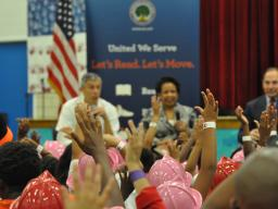 Seaton elementary students and Sec. of Ed.  Arne Duncan, Att. Gen. Loretta E. Lynch and Sec. of Vet. Affairs Robert McDonald.