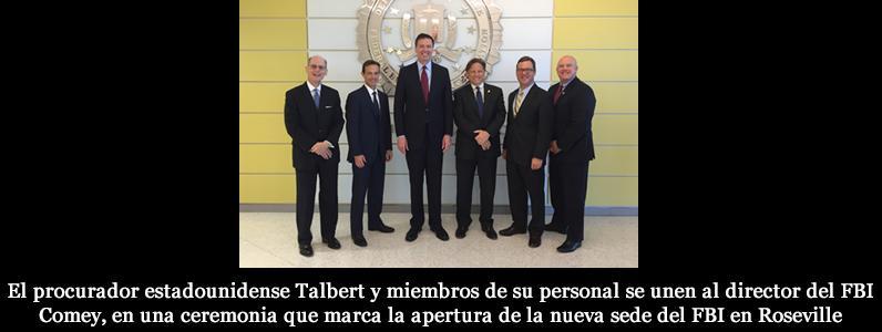 El procurador estadounidense Talbert y miembros de su personal se unen al director del FBI Comey, en una ceremonia que marca la apertura de la nueva sede del FBI en Roseville