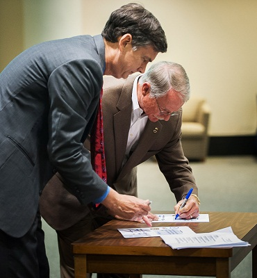 U.S. Attorney Bentley and Sheriff Rutherford sign the Take 25 Pledge