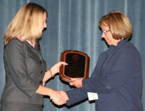 U.S. Attorney Beth Phillips presents Det. Trenny Wilson with the Enoch B. Morelock Award.